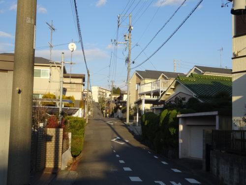 大府寮C棟への坂道