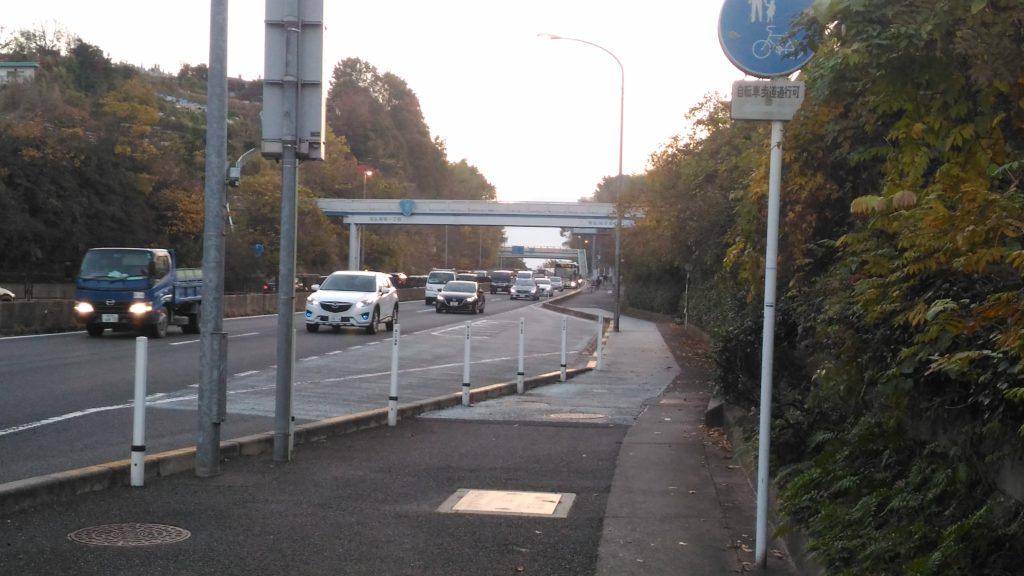 国道2号線の向洋本町バス停付近