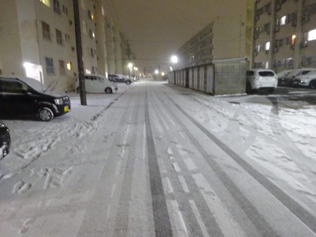 三菱自動車大府寮での雪