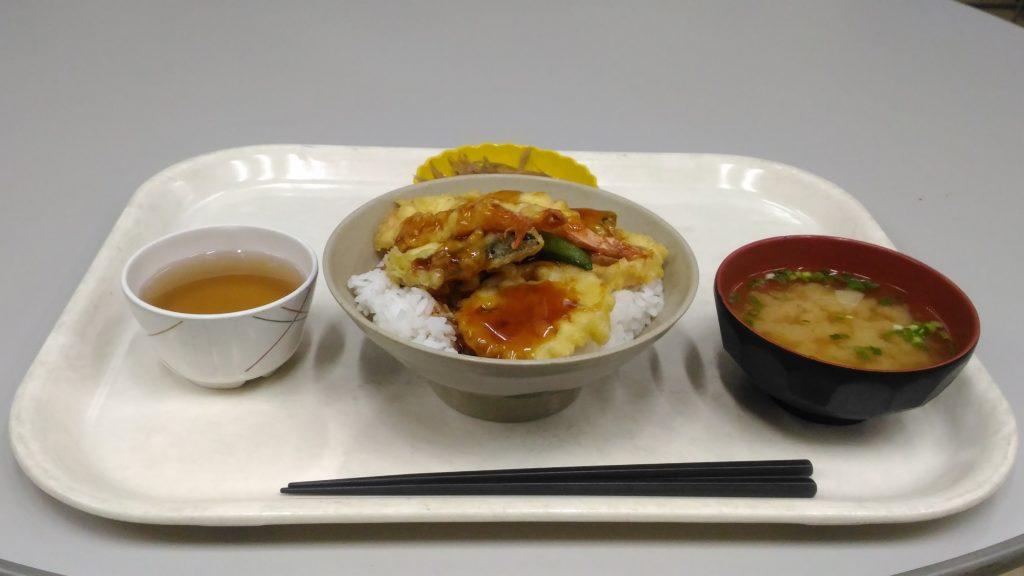 大原寮夕定食のえび天丼