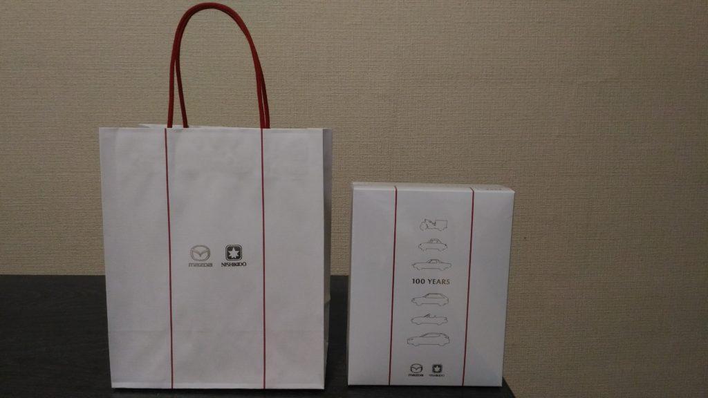 「マツダ100周年記念BOX」手さげ袋と商品