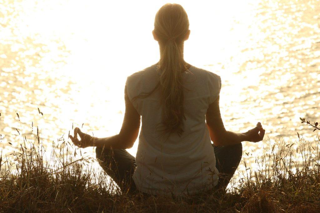 女性の瞑想