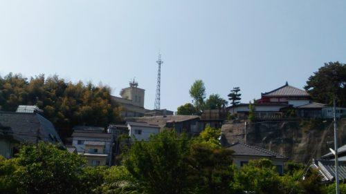 かきうち通りから江波山気象館