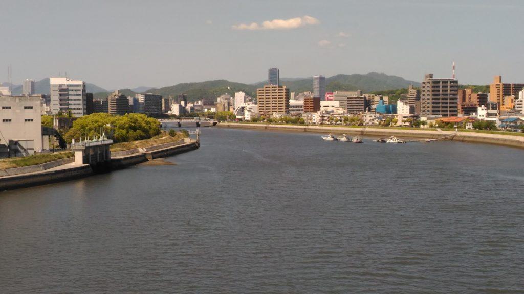 京橋川上流側
