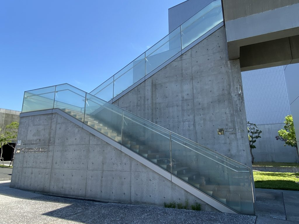 2F エコリアム入口階段その2