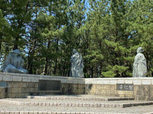 義経弁慶富樫氏の銅像